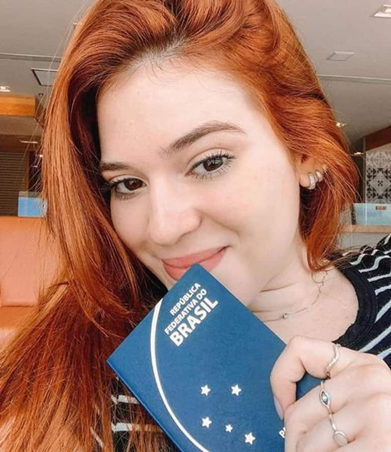 Ana Clara 'banca' viagem sem dinheiro dos pais
