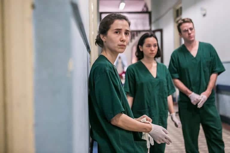 Carolina, grávida, continua atuante na emergência do hospital