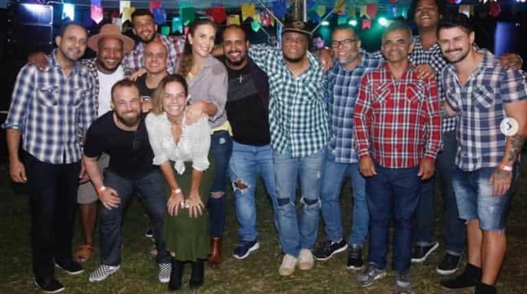 Ivete Sangalo em festa junina com sua equipe