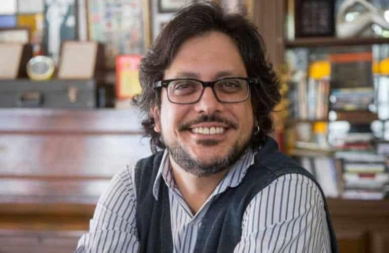 Lúcio Mauro Filho ganha festa surpresa em seus 45 anos