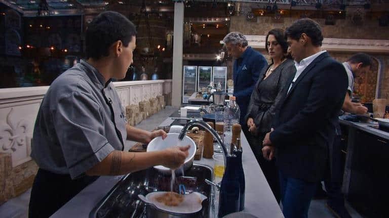 Jurados observam prova na semifinal do 'Top Chef'