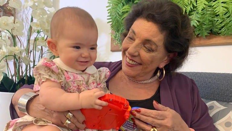 Leda Nagle comemora os oito meses da netinha
