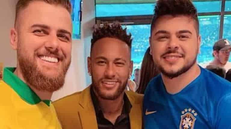 Dupla sertaneja assiste ao jogo do Brasil ao lado de Neymar Jr.