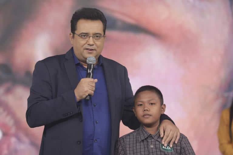 O garoto, Aldi Rizal, hoje com 11 anos, foi entrevistado por Geraldo Luís no Domingo Show