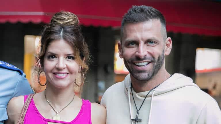 Carla (Mariana Santos) e Madureira (Henri Castelli)