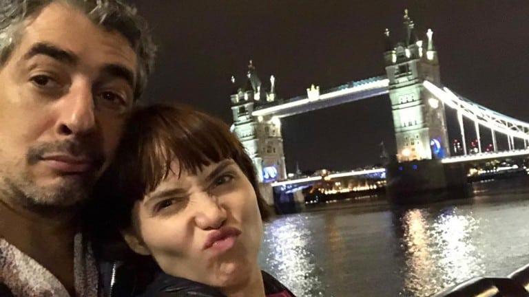 Letícia Colin curte férias com o marido em Londres