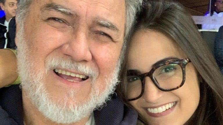 Mari Palma leva o pai ao jogo do Corinthians