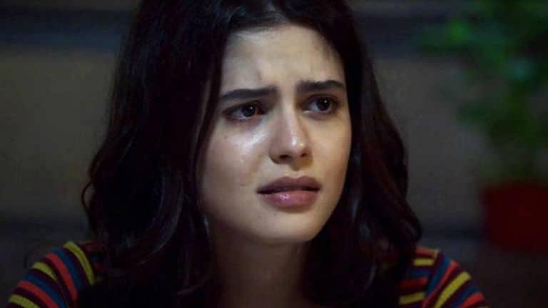 Laila (Julia Dalavia)