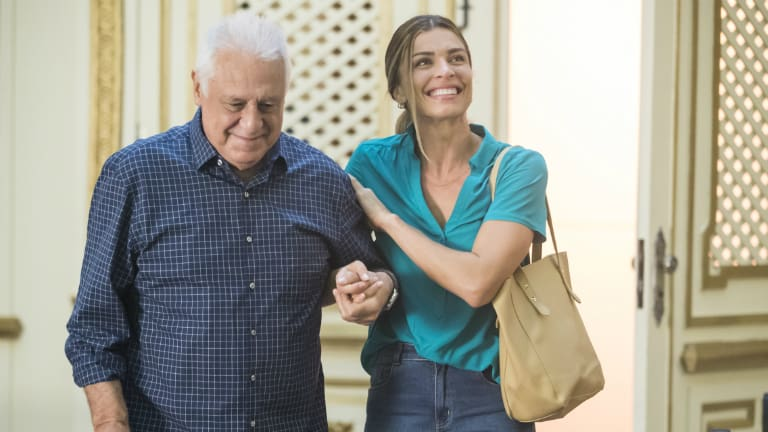 Alberto (Antonio Fagundes) e Paloma (Grazi Massafera)