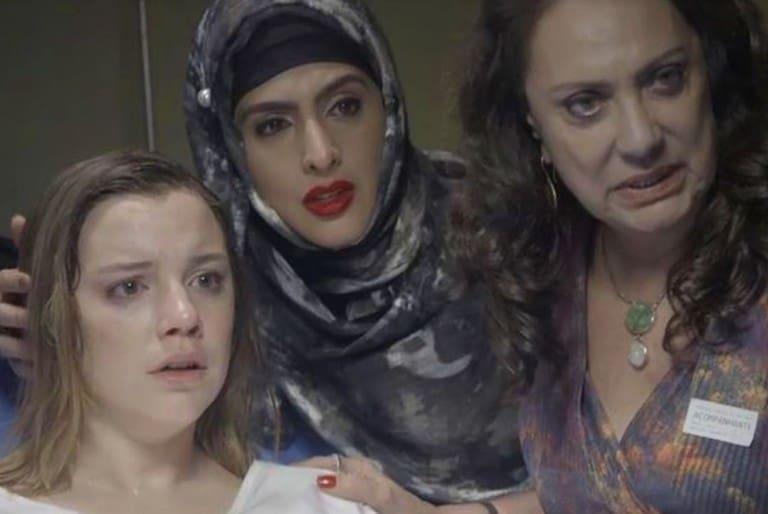 Dalila tem que escolher entre fugir ou ficar com a filha