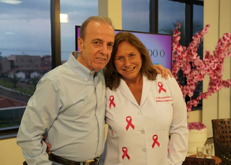 Fafá de Belém com Henrique Prata, presidente do Hospital de Amor