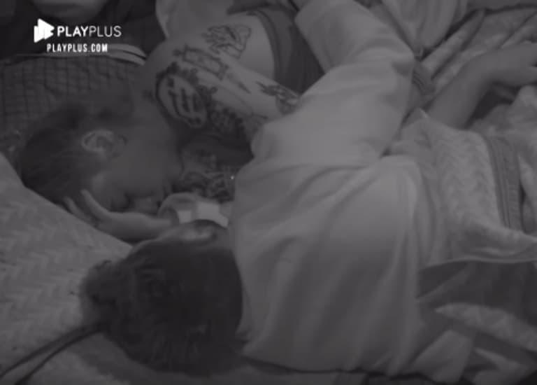 Guilherme Leão abraça Bifão enquanto dorme