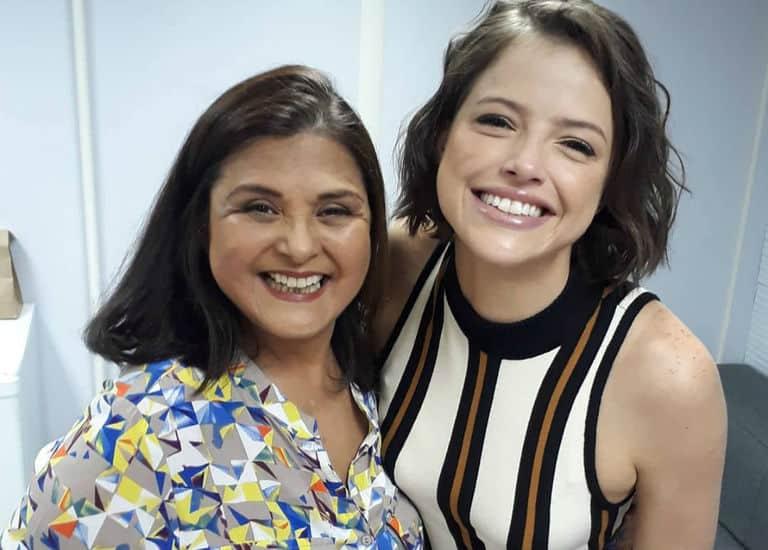 Elizangela e Agatha Moreira nos bastidores de 'A Dona do Pedaço'