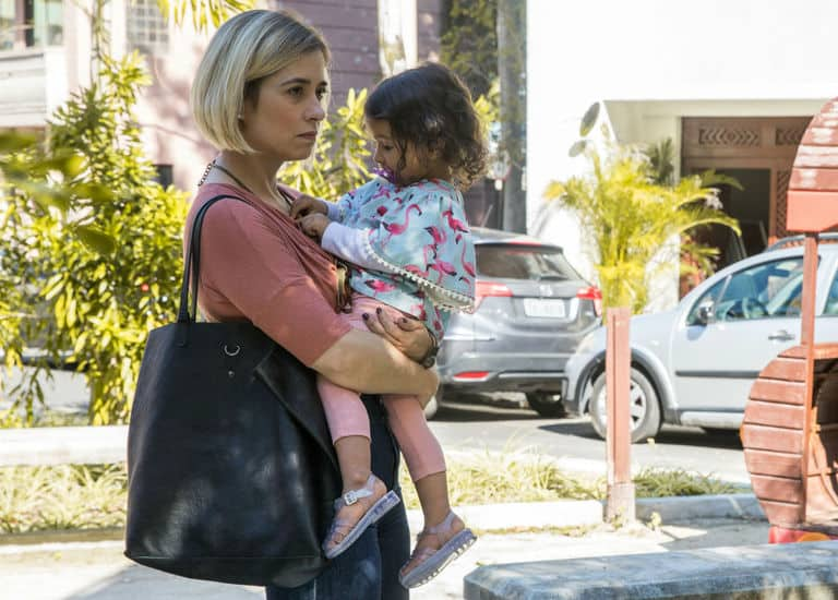 Lígia sofre ao entregar Nina para Rita
