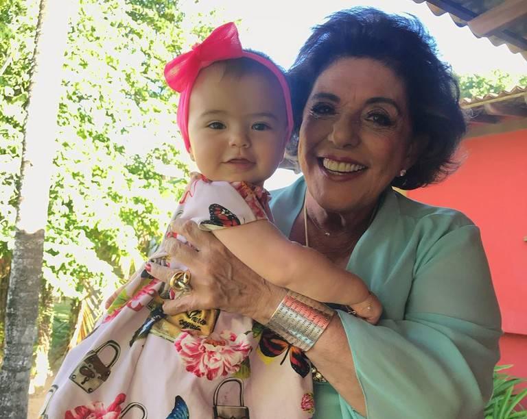 Leda Nagle e a neta Zoe