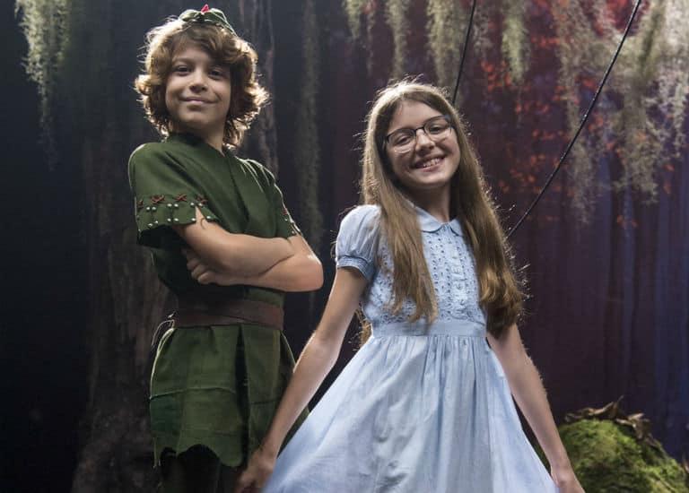 Peter ( João Bravo ) de Peter Pan e Sofia ( Valentina Vieira ) de Wendy