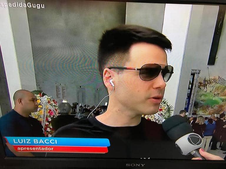 Luiz Bacci no velório do apresentador Gugu Liberato | Foto: Reprodução/Record TV