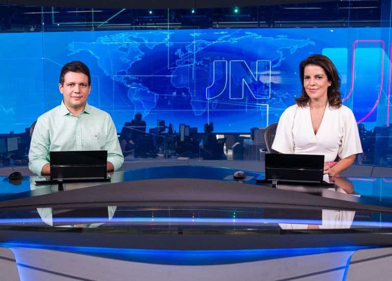 Marcelo Magno, do Piaui, e Mariana Gross, do Rio de Janeiro, na bancada do JN