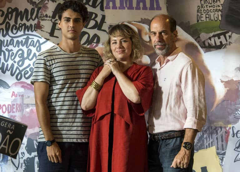 Regina ( Karine Teles ), Max ( Roberto Bomtempo ) e Guga ( Pedro Alves )