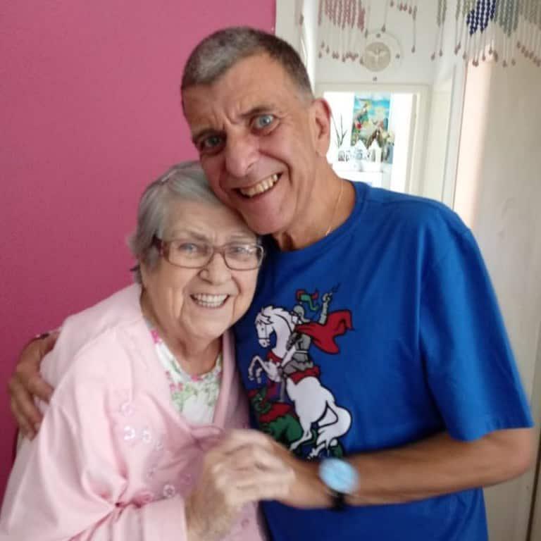 A atriz Hilda Rebello, 95 anos, e o saudoso filho, o diretor Jorge Fernando
