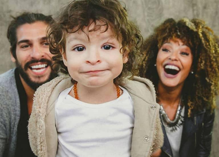 Sheron Menezzes, o marido Saulo Bernard e o filho Benjamin