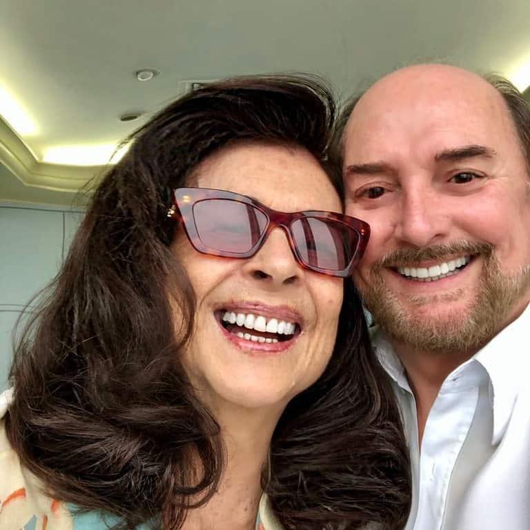 Betty Faria e Arnaldo, responsável pelo novo visual dela