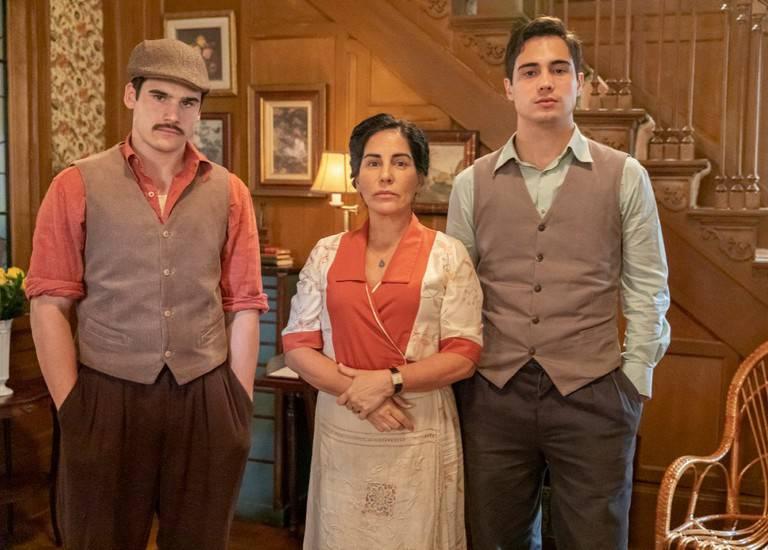 Alfredo (Nicolas Prattes), Lola (Gloria Pires) e Carlos (Danilo Mesquita)