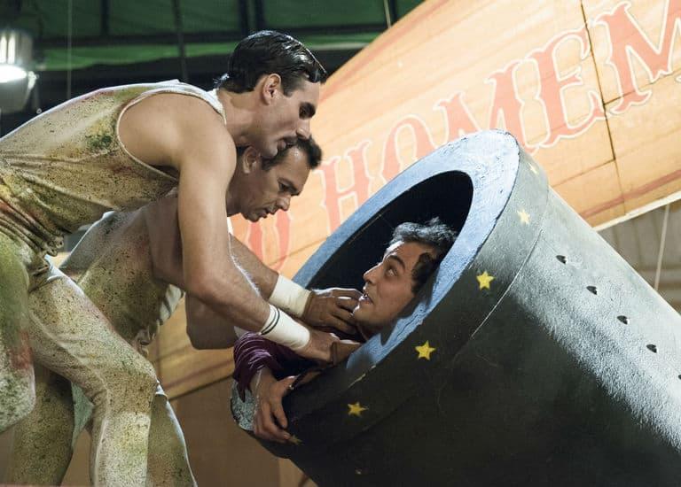 Zeca vira o homem-bala do circo