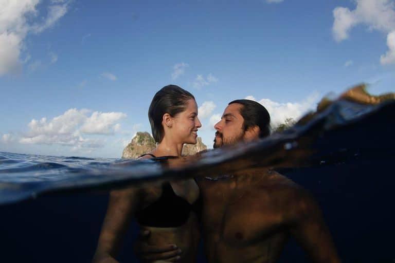 Rodrigo Simas e Agatha Moreira nas águas de Fernando de Noronha