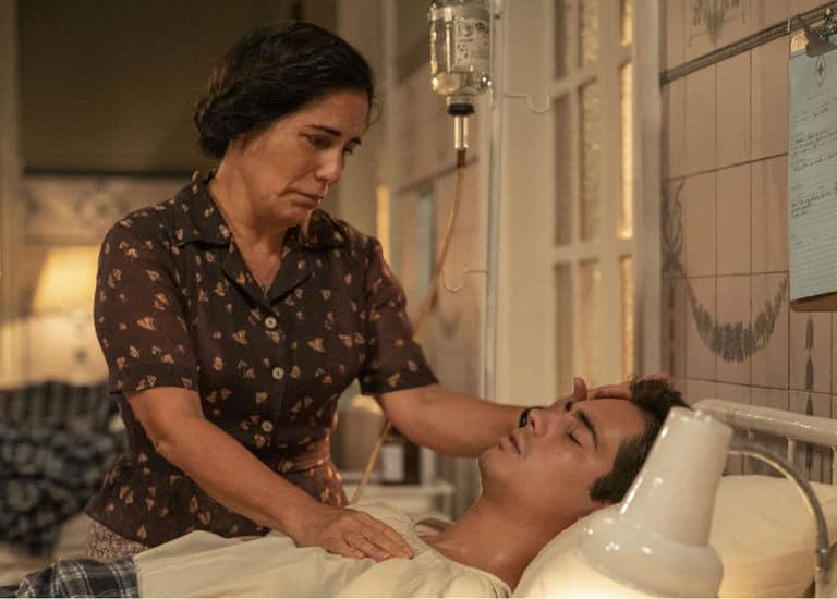Lola (Gloria Pires) chora morte de Carlos (Danilo Mesquita)