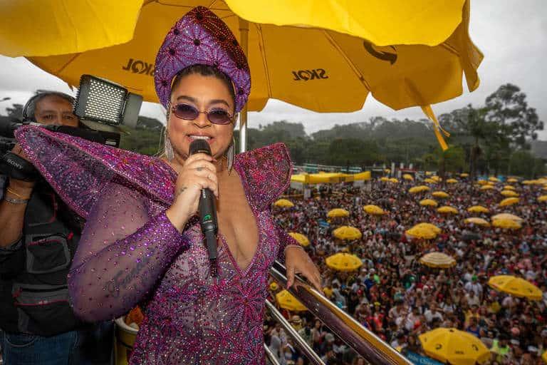 Preta Gil arrasta multidão em São Paulo
