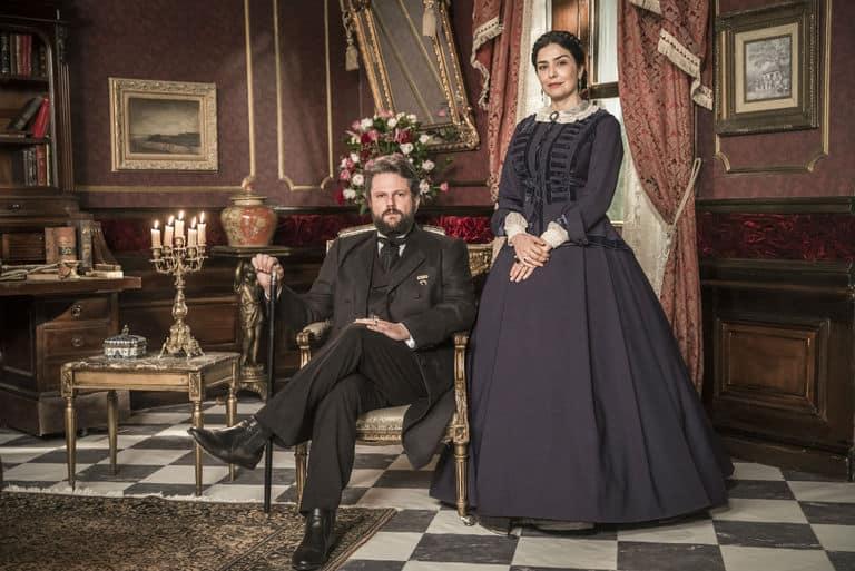Dom Pedro II ( Selton Mello ) e Teresa Cristina ( Leticia Sabatella )