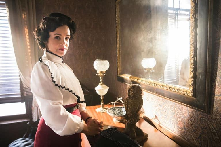 Zulmira (Luciana Braga)