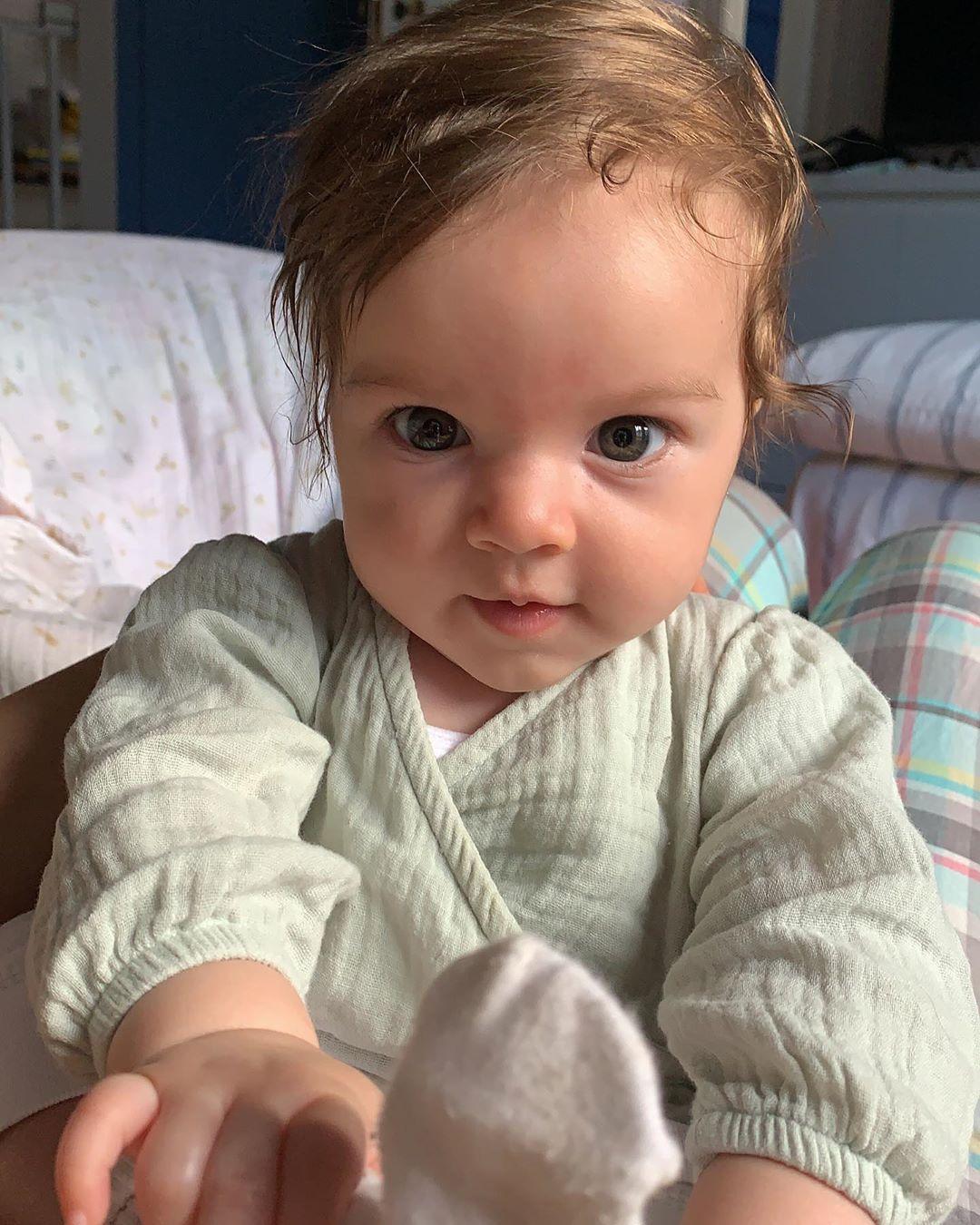 Maria, filha de Laura Neiva e Chay Suede