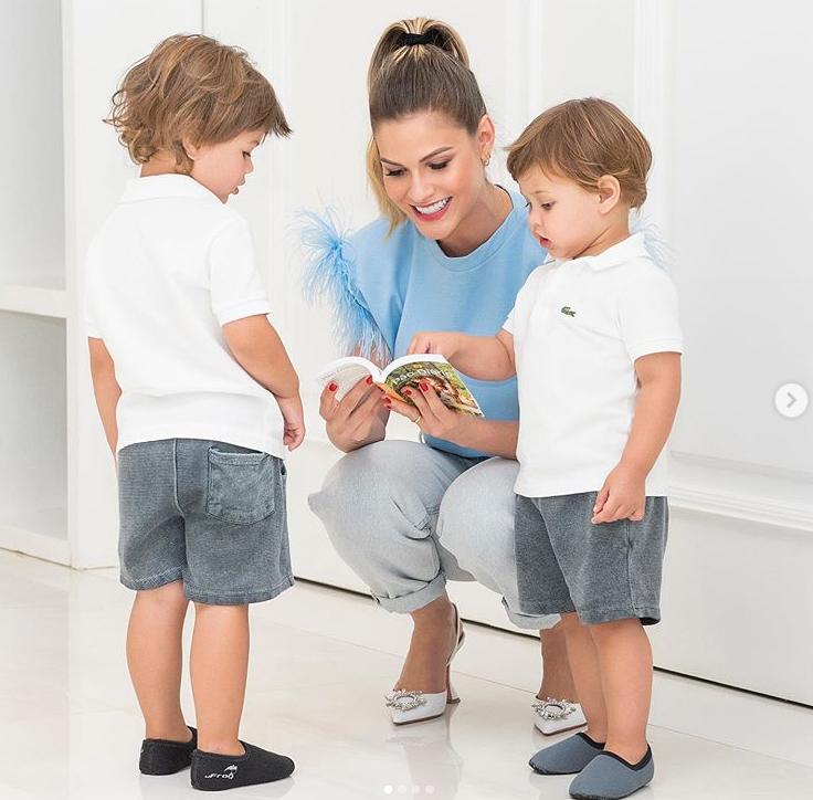 Andressa Suita mostra novas fotos com os filhos