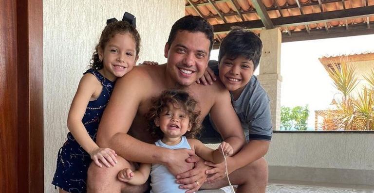 Wesley Safadão com os três filhos