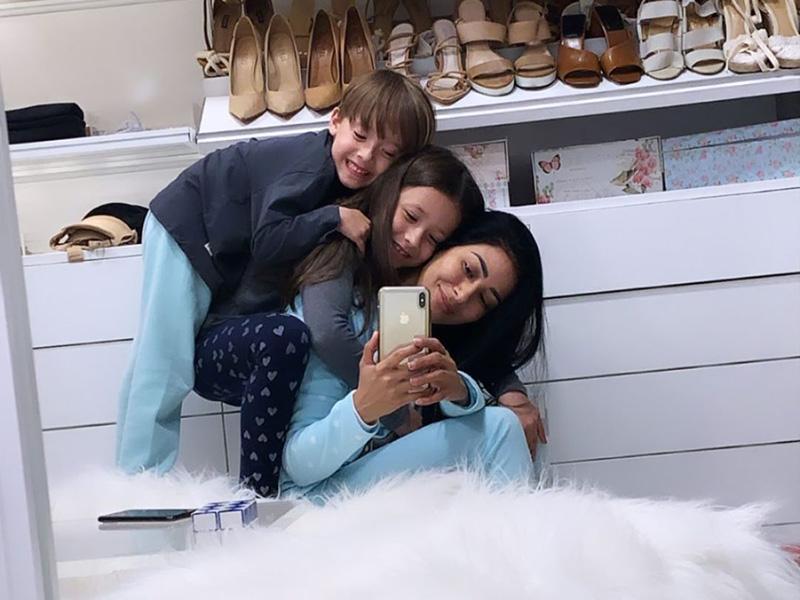 Simaria mostra novas fotos com os filhos