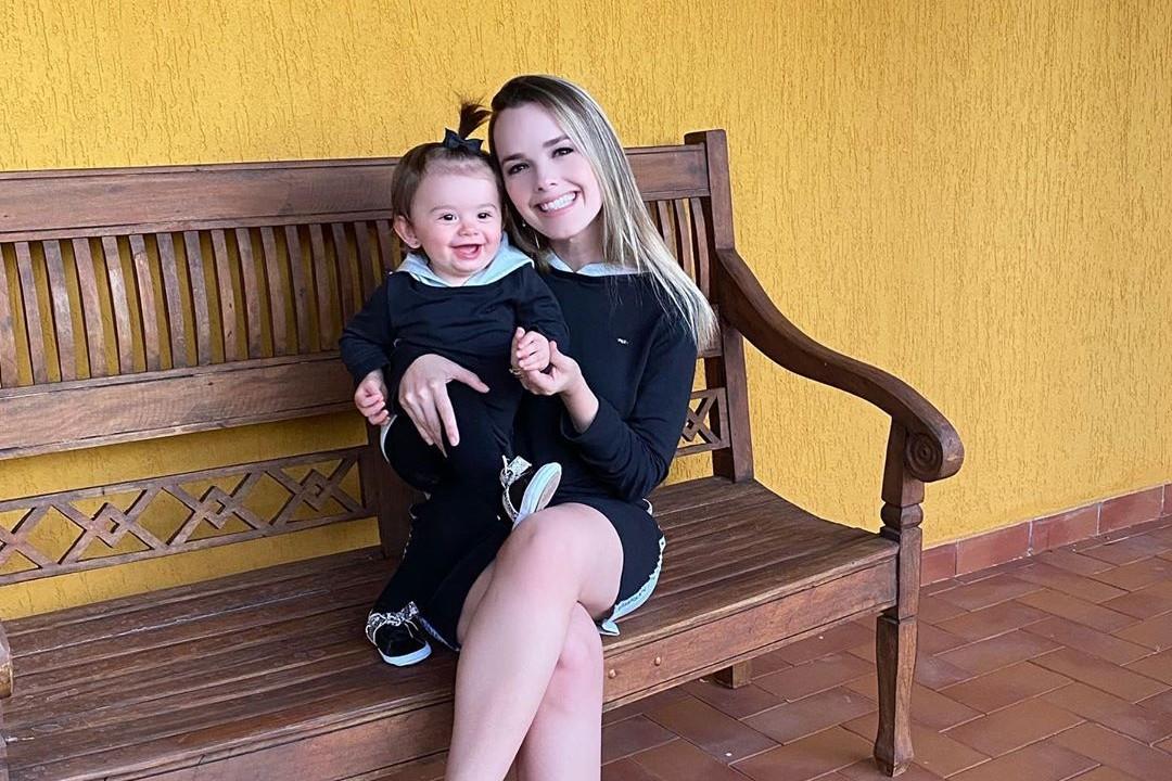 Thaeme e a filha Liz - Reprodução/Instagram