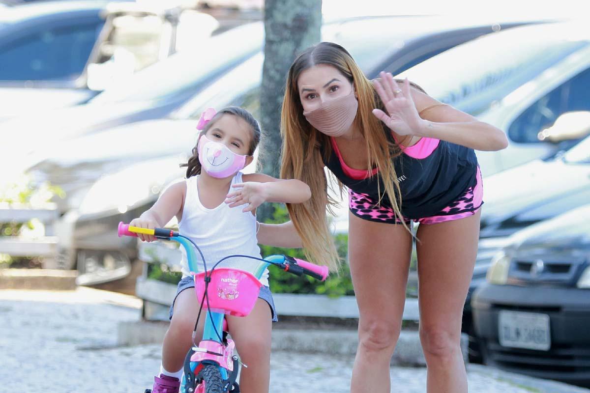 Deborah Secco e a filha, Maria Flor - Crédito: Dilson Silva / AgNews