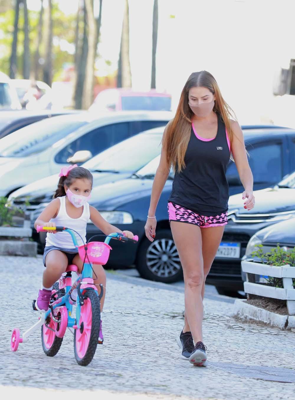 Deborah Secco e a filha, Maria Flor