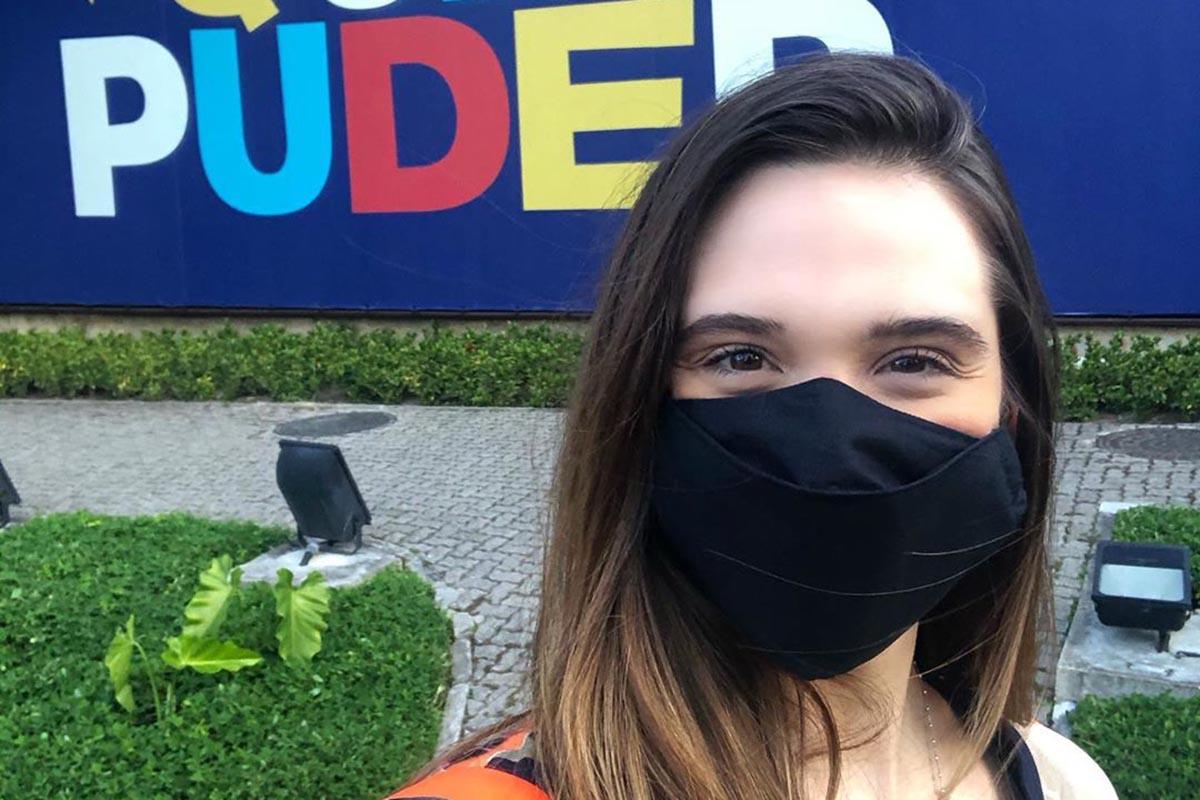 Juliana Paiva nos estúdios da Globo