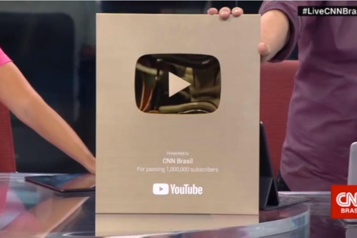 CNN Brasil ganha placa comemorativa do YouTube