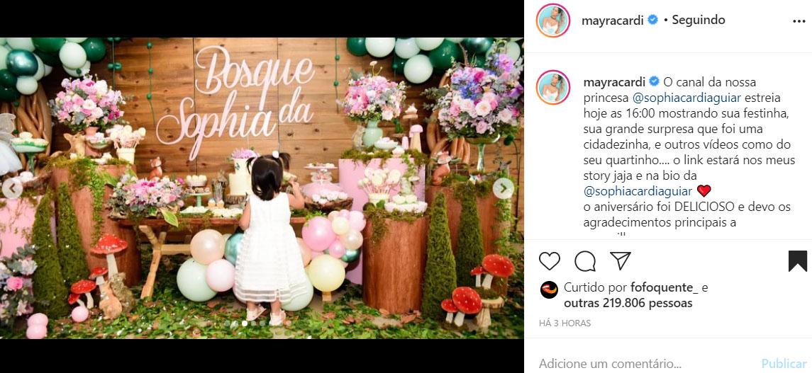 Mayra Cardi mostra a festa da filha