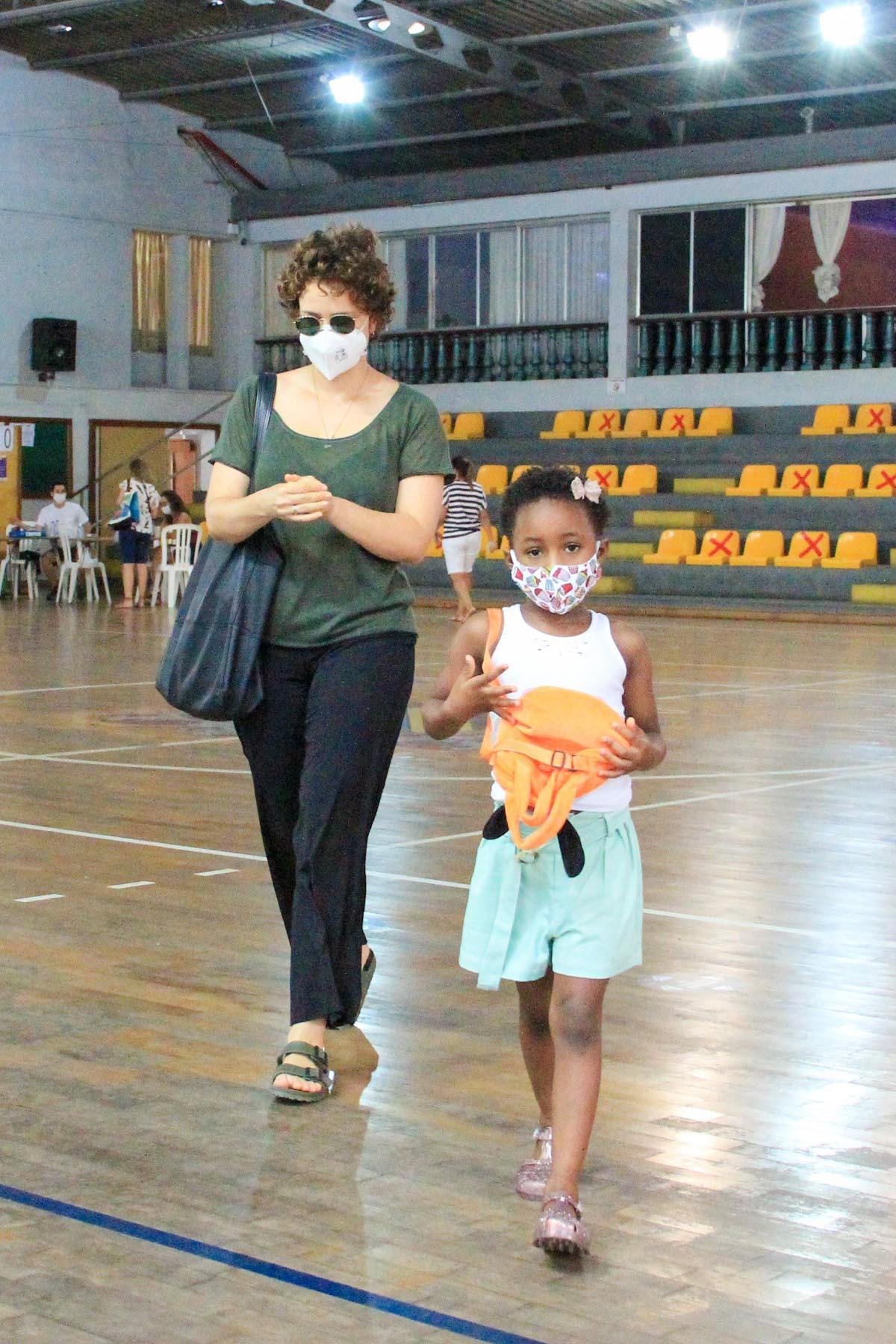 Leandra Leal e a filha, Julia
