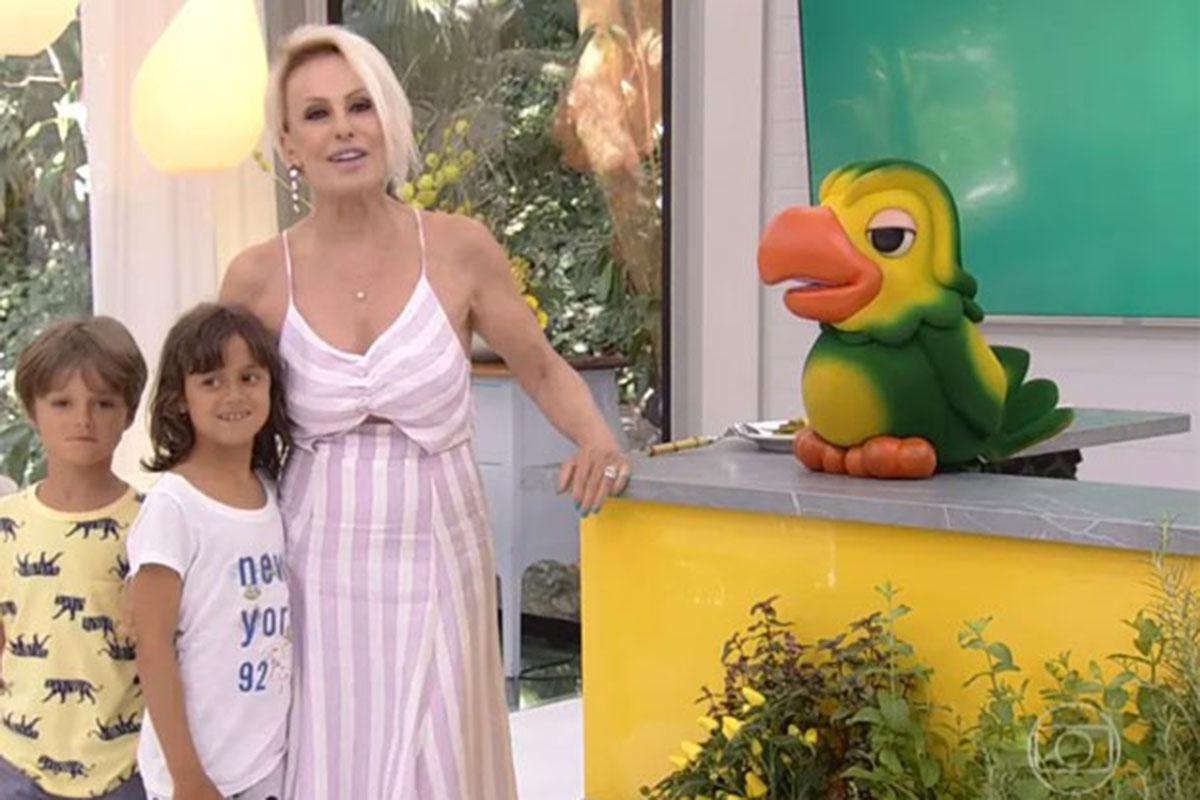 Ana Maria Braga com os netos e o Louro José