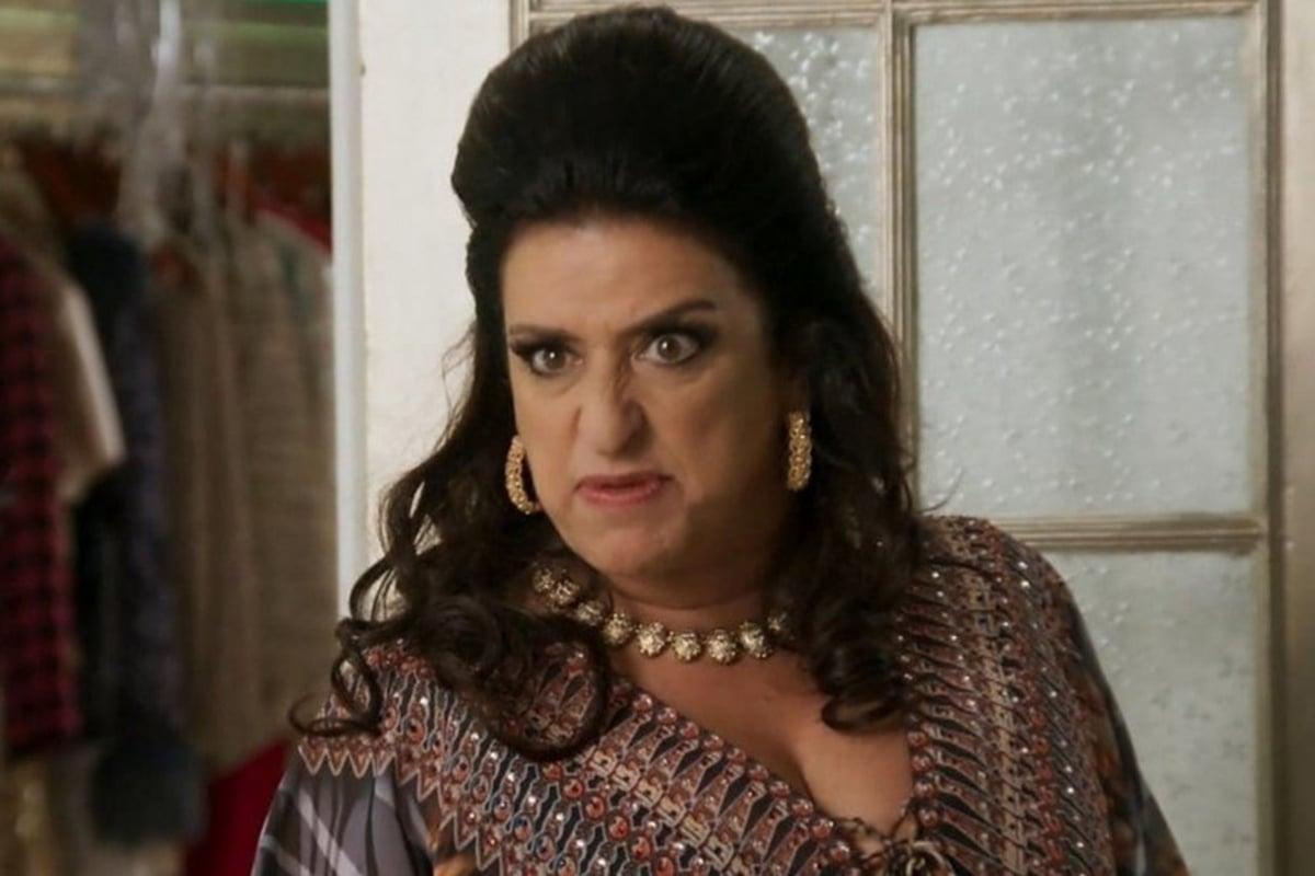 Teodora (Grace Gianoukas) em Haja Coração