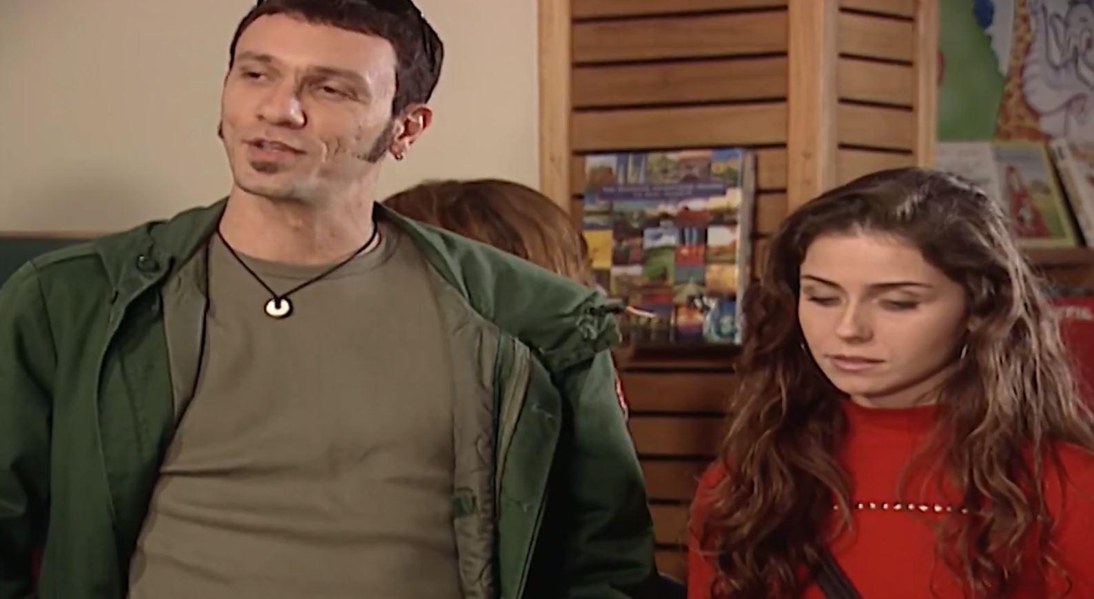 Luiz Nicolau como o Maurinho em cena com Capitu (Giovanna Antonelli) em Laços de Família
