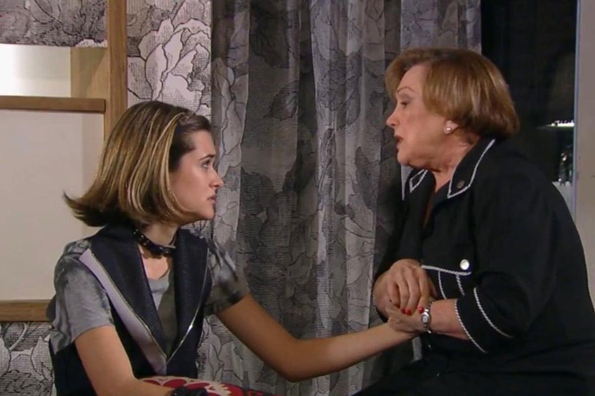 Juliana Paiva e Nicette Bruno na novela Tititi