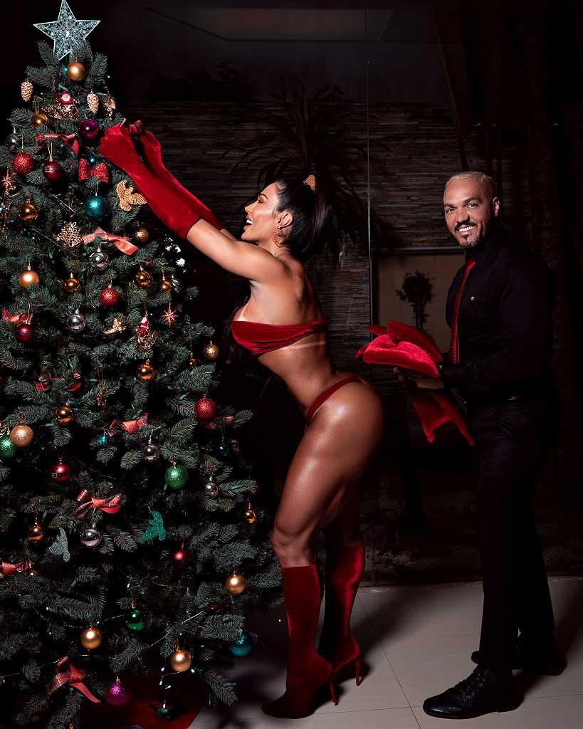 Gracyanne Barbosa faz ensaio natalino