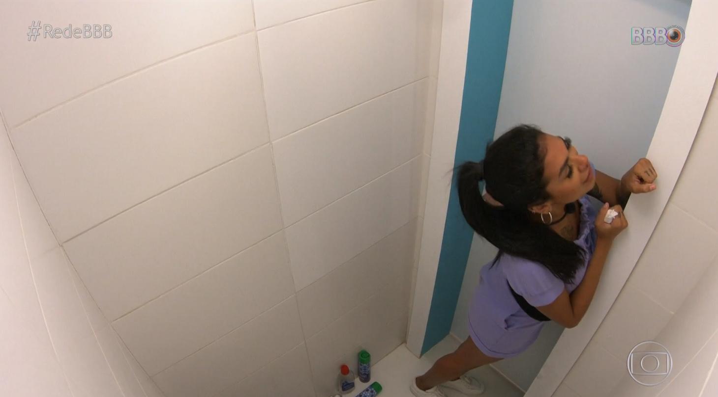 Pocah aparece chorando no banheiro reservado do BBB21 - Crédito: Reprodução / Globo